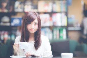 ヴァルコネ CM 可愛い カフェ店員 浜辺美波 画像